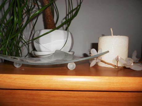 3 ks biele porcelánové kvetináče s miskou,