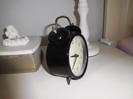 Nepoužitý  retro budík-hodiny na baterku,
