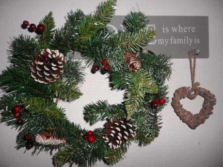 Nepoužitý vianočný veniec na dvere a inde ako živý,