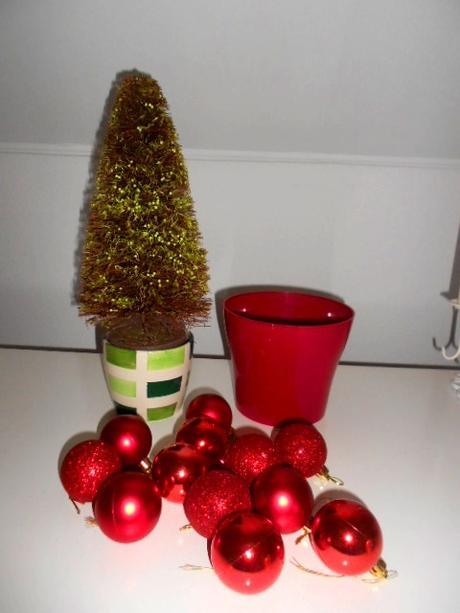 Vian. stromček+2črepníky+12 ks vianočne gule-banky,