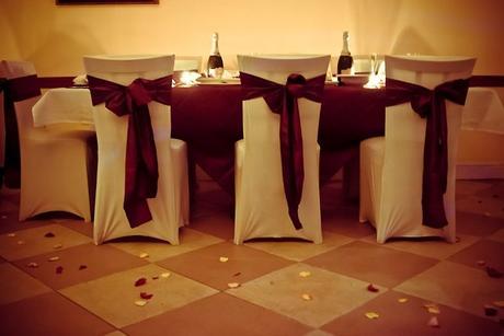 Elastické bílé svatební potahy,