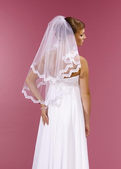 závoj svatební bílý s krajkovým lemem,