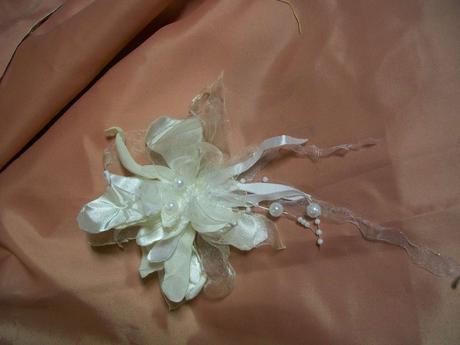 Metalická květina do vlasů,