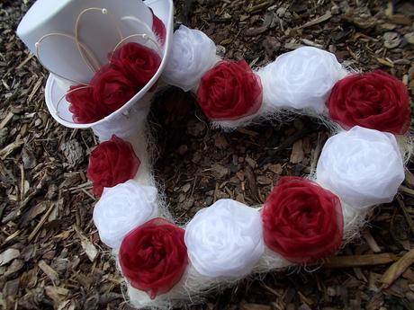 Svatební dekorace bílá s bordo, jiná barva na přán,
