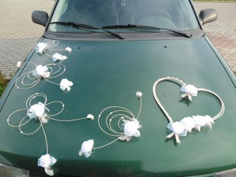 Svatební dekorace - bílé růže,
