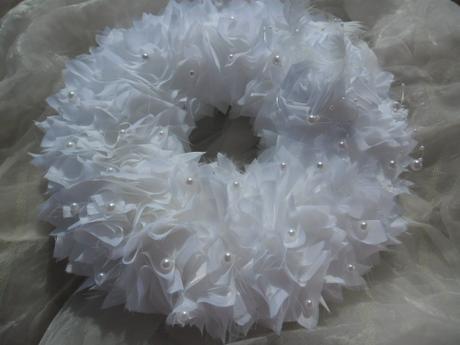 Svatební dekorace - sněhově bílý věneček,