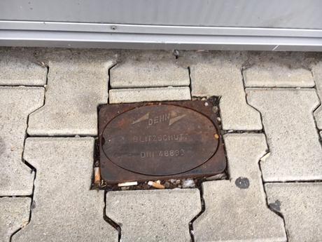 Liatinová chodníková krabica so skúšobnou svorkou,