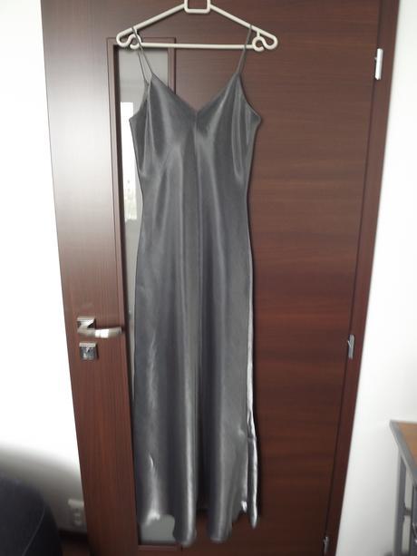 Šaty s odhaleným chrbátom, 38