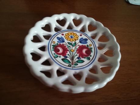 tanierik z modranskej keramiky,