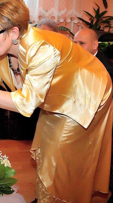 Exkluzívny kostým, 42