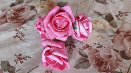 penové ruže biele a ružové,