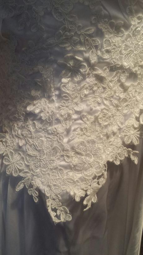 Splývavé svatební šaty , 38