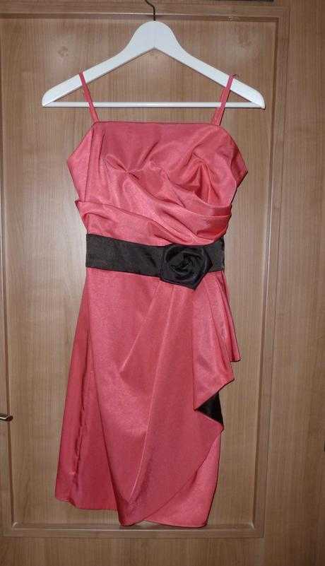 Společenské šaty vhodné pro družičku, 38