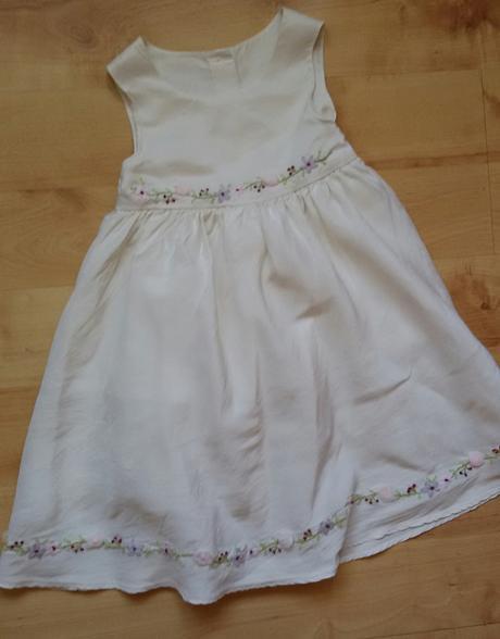Šaty s kvítkama, 92