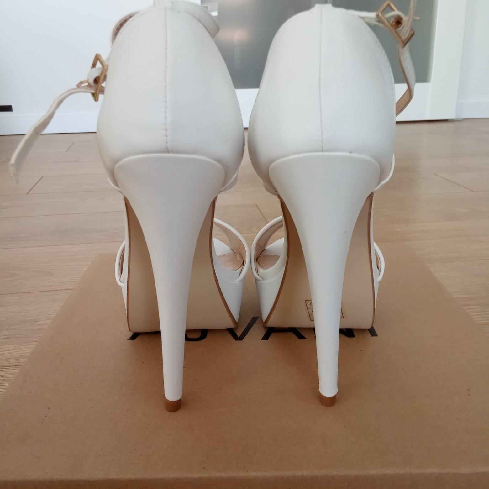 1edf212d78 Vysoké biele sandále