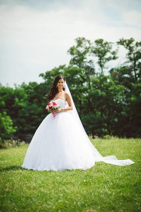 Tylove svatební šaty, 36
