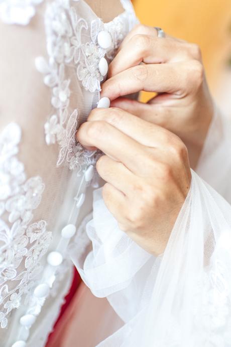 Krajkové šaty s odepínací vlečkou, 38