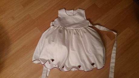 Úžasné šaty pro malou družičku, 80