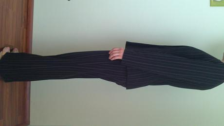 čierny kostým s prúžkom - zn. texhal, 38