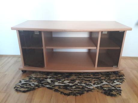 stolík pod TV,