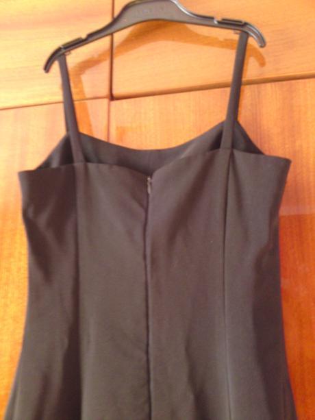 Dámske jednoduché šaty vo veľmi dobrom stave - S , S