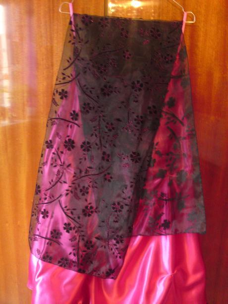 Dámske veľmi pekne šaty a veľmi dobry stav - 38, 38