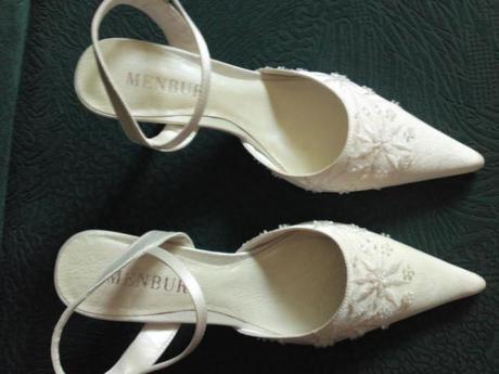 Dámske vyšívané sandále nenosene - 36 , 36