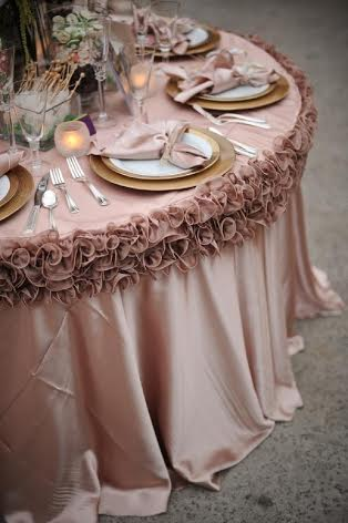 Dekoračný lem na stôl,