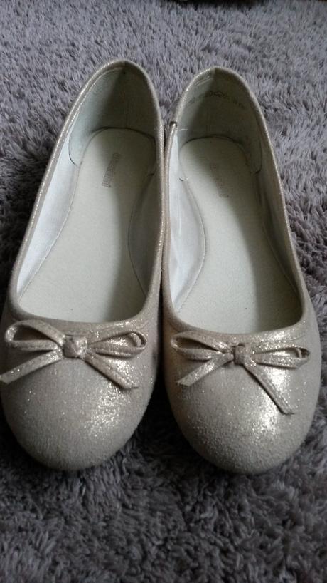 Zlatisté balerínky, 37
