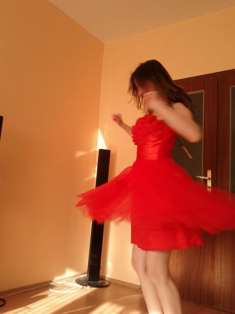 červené šaty , 36