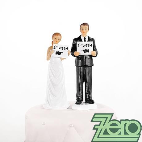 "Figurka na dort ""novomanželé"" s cedulkami,"