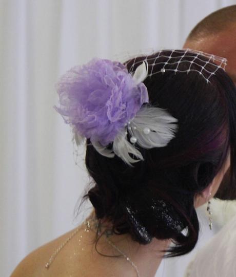fialový kvet s francúzskym závojom,