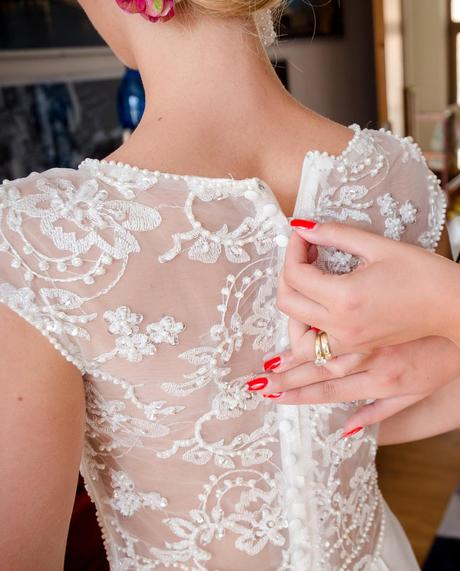 Čipkované saténové svadobné šaty s vlečkou, 36