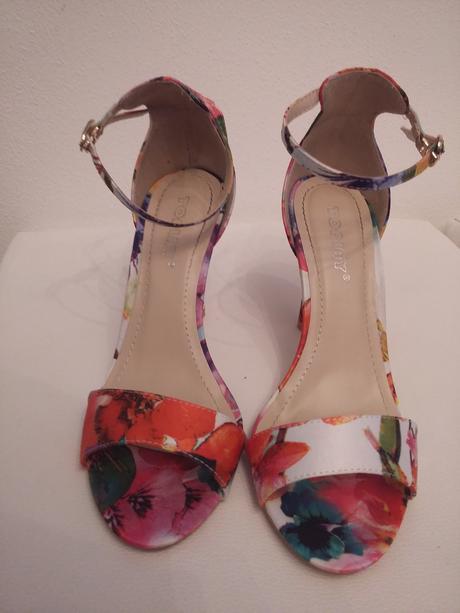 Kvetinové sandalky , 37