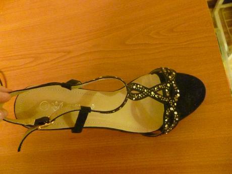 Čierne sandále so zlatými kamienkami, 40
