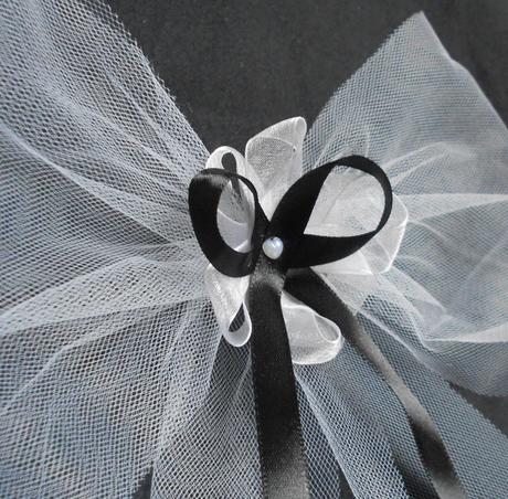 Mašle s kytičkou v černé-SKLADEM,