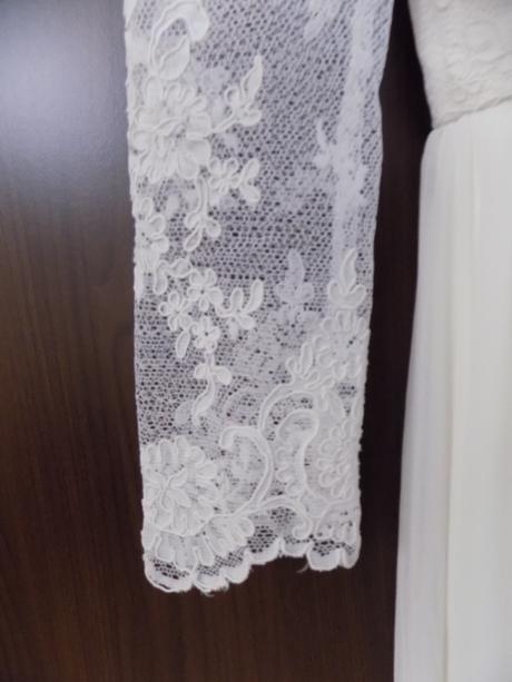 Jednoduché krajkové svatební šaty, 36