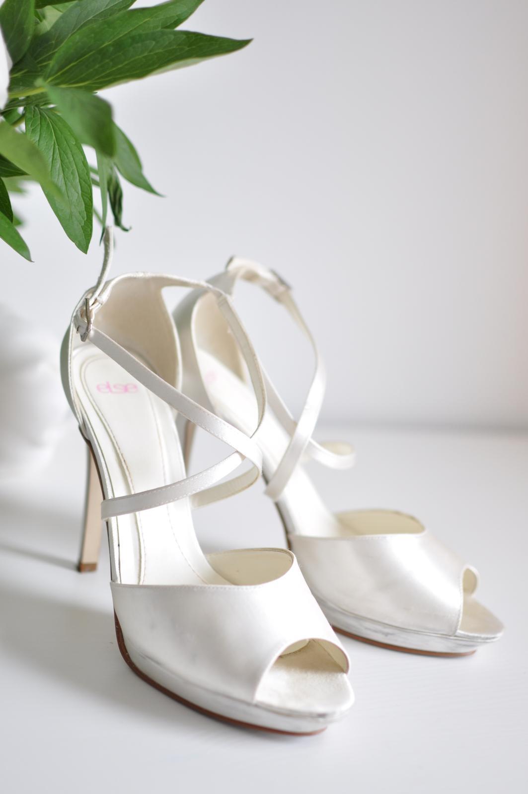 ba00993647 Saténové sandálky na opätku značky else