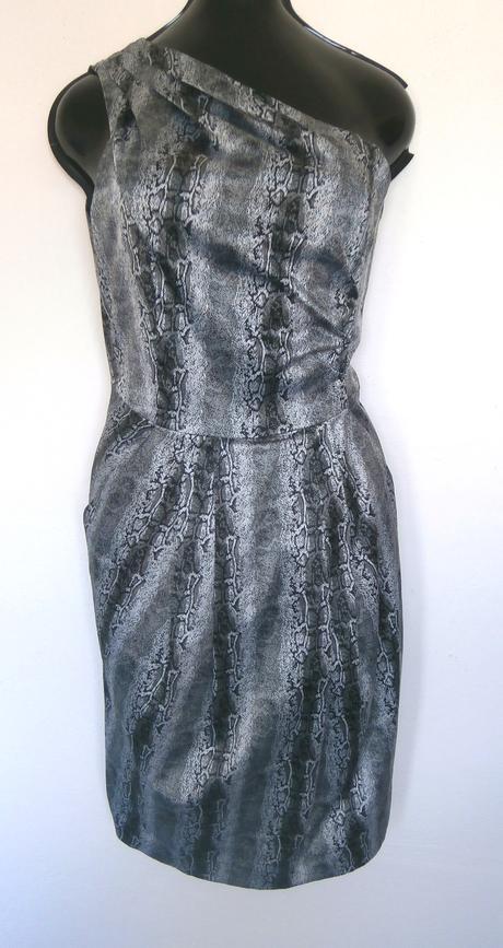 šaty s hadím vzorem, 40