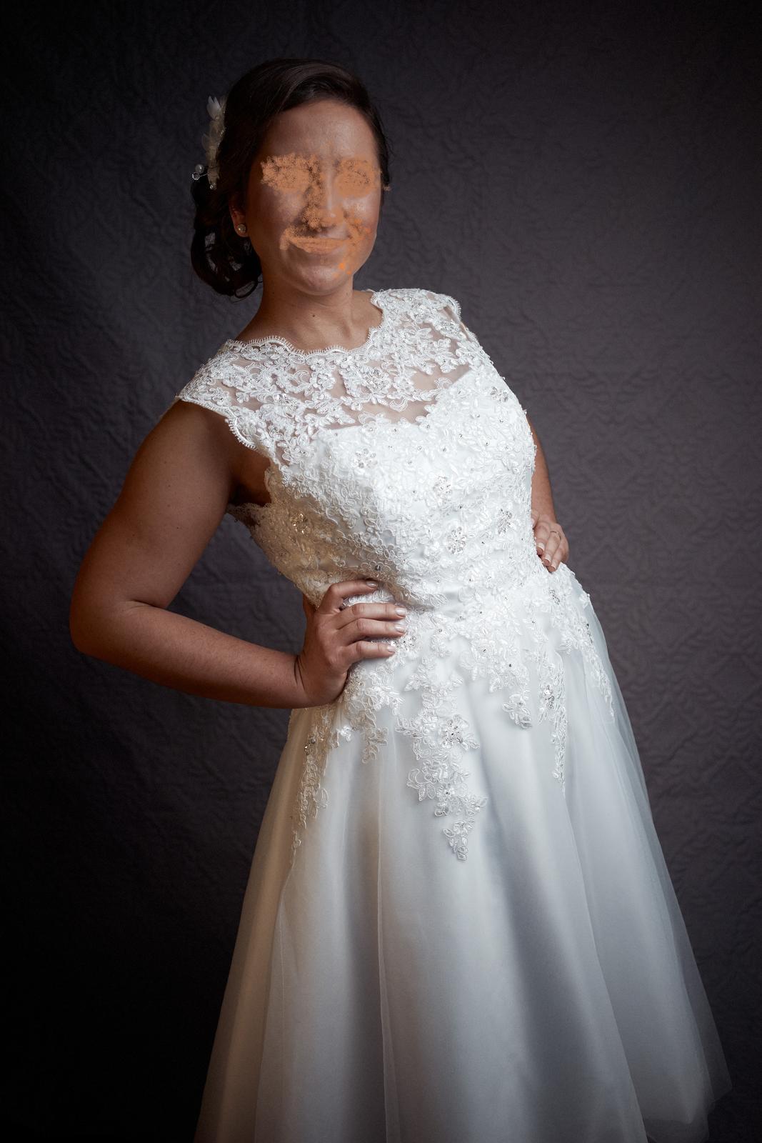 3974afcc37eb Krátke svadobné šaty