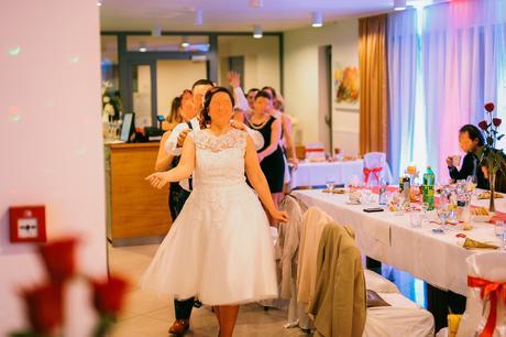 Krátke svadobné šaty, 42