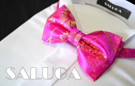 Luxusný cyklamenový motýlik so zlatým vzorom,