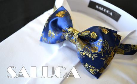 Luxusný modrý motýlik so zlatým vzorom,