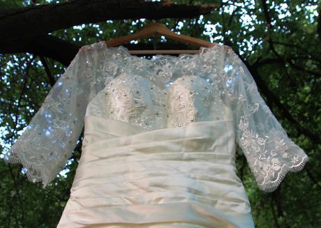 Saténové svatební šaty s vlečkou, 40