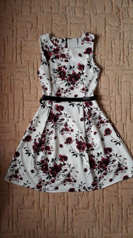 Červenobílé šaty,