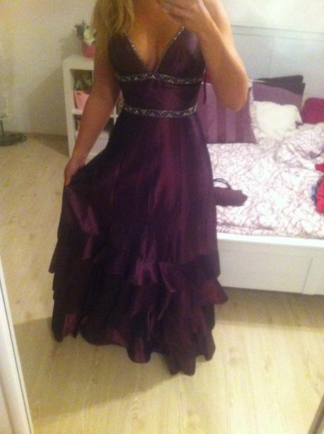 společenské šaty fialové barvy, 38