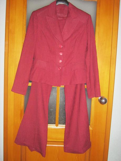 Pekný nenosený dámsky kostým - 38 , 38