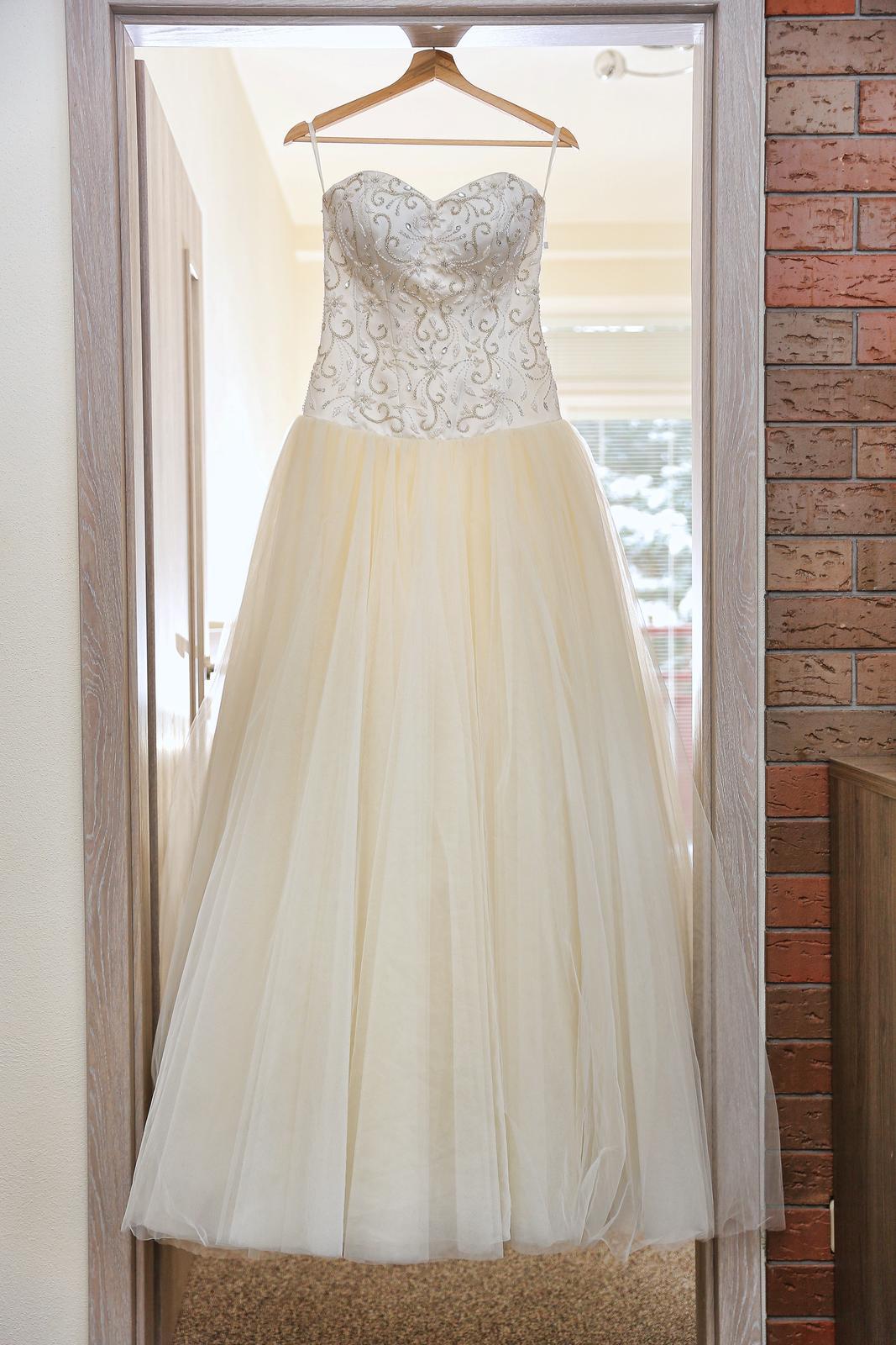 0d449041204c Ručne vyšívané svadobné šaty - sedia na viac veľko
