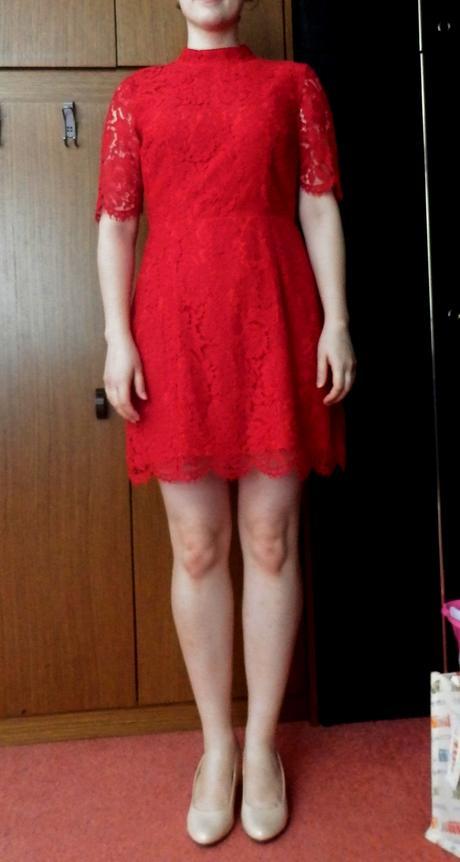 Krajkové červené šaty s rukávy, 40