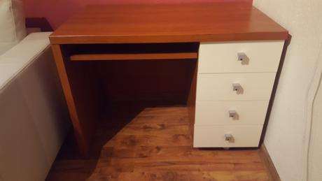 Písací stolík aj pod PC,